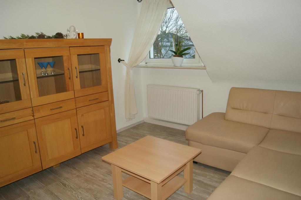 Ferienwohnungen Sidun - Hattingen / Couch im Wohnzimmer